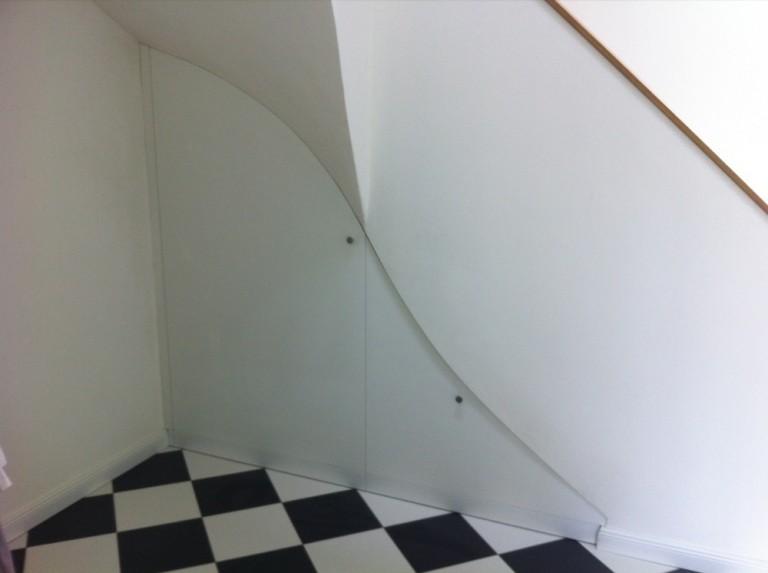 Moebelwerkstatt-Hamkens-Moebeltischlerei-Hamburg-Tueren-unter-einer-Treppe-2