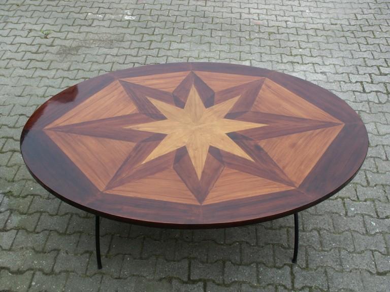 Moebelwerkstatt-Hamkens-Moebeltischlerei-Hamburg-runder-Tisch-aus-verschiedenen-Vollhoelzern-gefertigt-und-lackiert