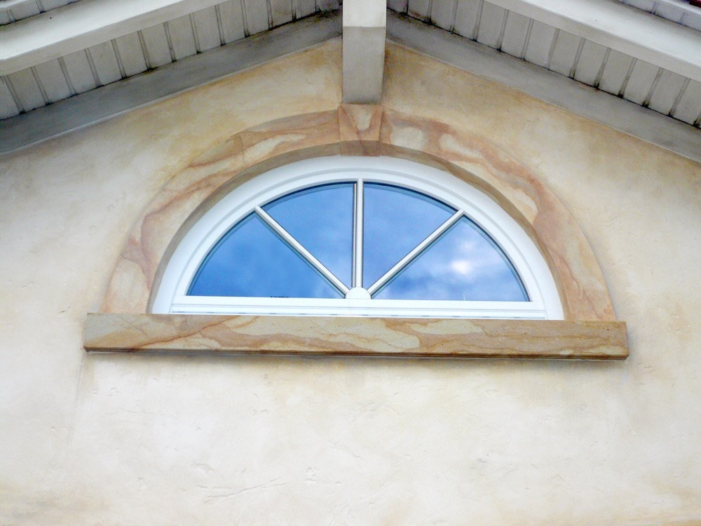 Moebelwerkstatt-Hamkens-Moebeltischlerei-Hamburg-Fassmalerei-Fassade-unten-Sandstein-Rundung-Imitation