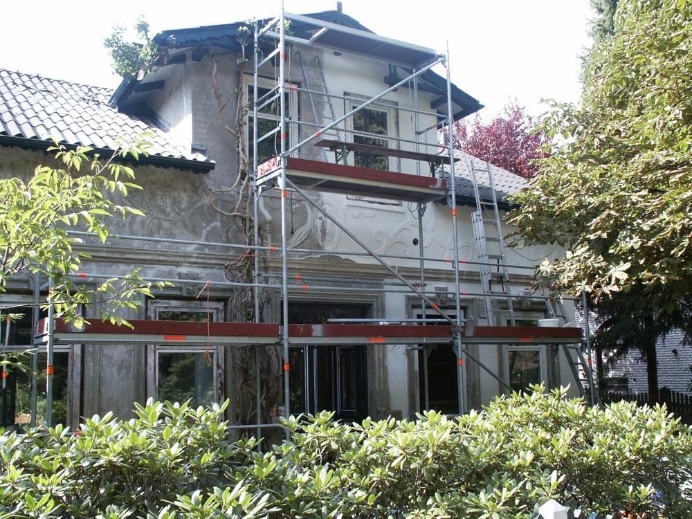 Moebelwerkstatt-Hamkens-Moebeltischlerei-Hamburg-Fassmalerei-Jugendstilhaus-Fassade-0-freigelegt